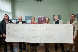 Representatives of the Europeana 1989 project in Latvia hold up a map of the Baltic Way. From left to right: Frank Drauschke (Facts and Files), Jon Purday (Europeana), Sarmīte Ēlerte (Ambassador), Ineta Kivle (Latvian National Library), Ivars Prauliņš (organiser of Baltic Way Cēsis phase) and Artis Ērglis (Museum of The Popular Front of Latvia). Photo by: Anete Rūķe
